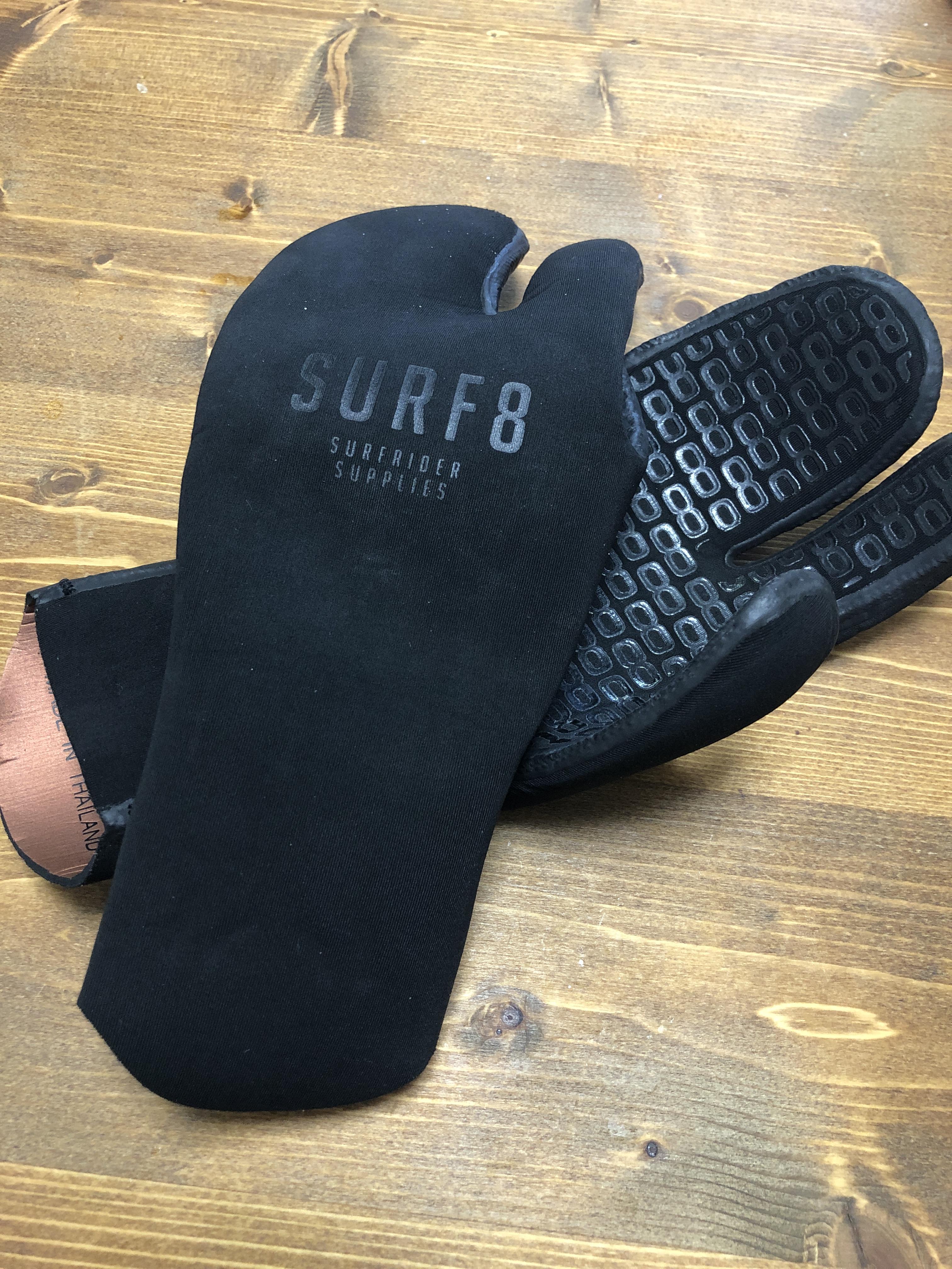 サーフィンのグローブのオススメはミトン型!冬サーフィンを乗り切るコツ